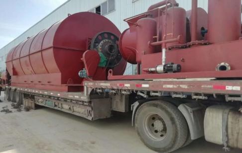 甘肃客户的一台12吨废轮胎炼油设备完成发货