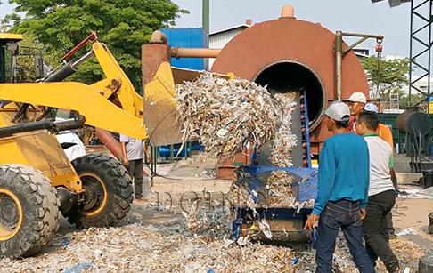 废塑料炼油设备提炼一吨废塑料能生产出多少油?