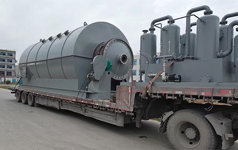 八台12吨废轮胎炼油设备发往山西