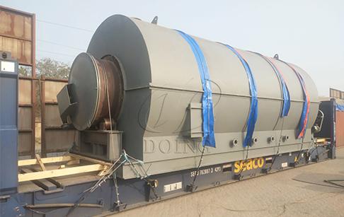 一台12吨废轮胎炼油设备发往乌克兰